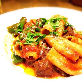 牛肉と万願寺唐辛子のラグーソース 自家製リガトーニ(クヨール (CUJORL))