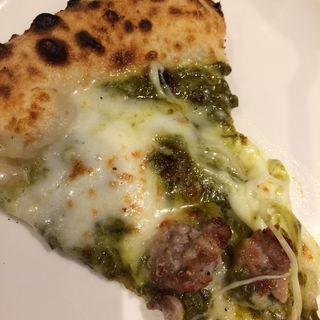 ソーセージとピスタチオとモッツァレラチーズのピザ(ピッツェリア・エ・バール・レガーメ (Pizzeria e bar LEGAME))