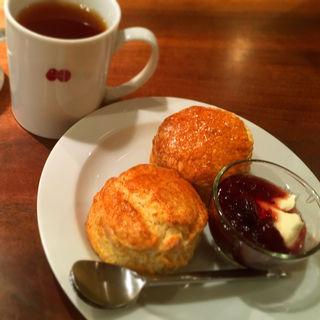 焼き菓子 with 手作りジャムとサワークリーム(カフェ マメヒコ 三軒茶屋本店 (CAFE Mame-Hico))