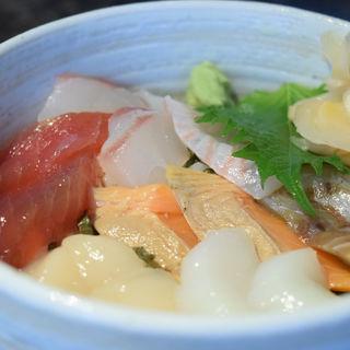 酢飯を使った丼ぶり(渋三 吉成 (しぶさん よしなり))