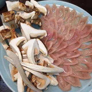 松茸と鳥鍋(八幡屋)
