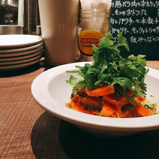 人参とパクチー(キッチンリブス (Kitchen Ribs by Shun Tamura))
