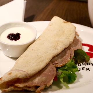 自家製ロースハムのパニーニ(グッドモーニング カフェ 千駄ヶ谷店 (Goodmorning Cafe))