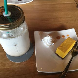 チャイラテ&カボチャのチーズケーキ(CAFE the CORNER)