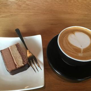 カフェラテ&紅茶クリームケーキ(CAFE the CORNER)