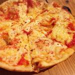 生地から作ったうちのピザ/トマトソース