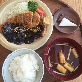 味噌カツ定食(ディヨンナナショクドウ (d47食堂))