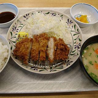 とんかつ定食 (豚汁に変更)(華さん食堂 空港通り店 )