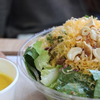 ミモレットチーズと生ハムの濃厚サラダ スープセット(HIGH FIVE SALAD)