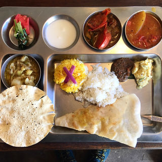 Aセット (サンバール、カリフラワーと茄子のカレー、フィッシュカレー)(南インド家庭料理 カルナータカー)
