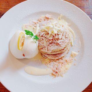 ホワイトチョコとレモンカスタードのパンケーキ(シマイロカフェ (Shimairo cafe))