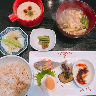 酢重風とろろと前菜盛り合わせ(酢重ダイニング 六角 東京ミッドタウン店 (ロッカク))