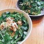 豚肉のブン(太麺)とパクチーサラダ