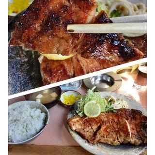 ロース焼肉定食(ひかり食堂)