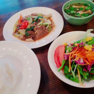 日替わりランチ 牛肉のオイスター炒め(エレファントキッチン (Elephant Kitchen))