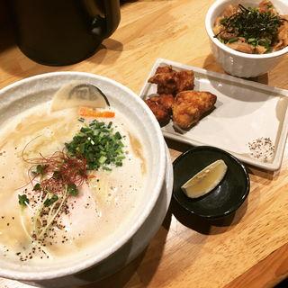 濃厚鶏白湯ラーメン(らーめん 泉鶏白湯 鶏神 (イズミトリパイタントリジン))