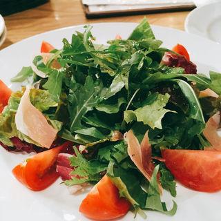 甘〜いトマトと、生ハム、ルッコラのサラダ(Lサイズ)(下町バル ながおか屋 )