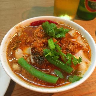 坦々刀削麺 ハーフ(刀削麺園)