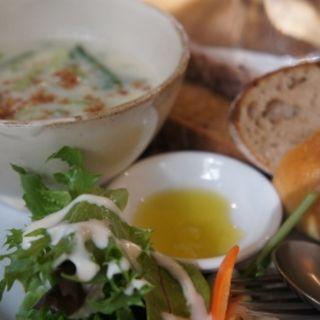 パンと季節野菜のスープのプレート(ameen's oven (アミーンズ オーブン))