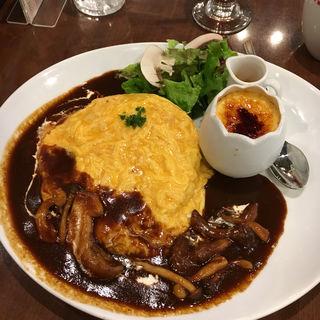 秋のきのこととろけるチーズのオムライス&濃厚ブリュレプレート(卵と私  ホワイティ梅田店 )