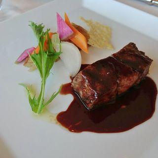 熊本産あか牛ロース肉の黒胡椒焼き 野菜のグリルを添えて(レストラン トライベックス (TRIBEKS))