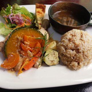 ランチセット 骨付き鶏もも肉の煮込み 季節のソース(センプレ (Semple))