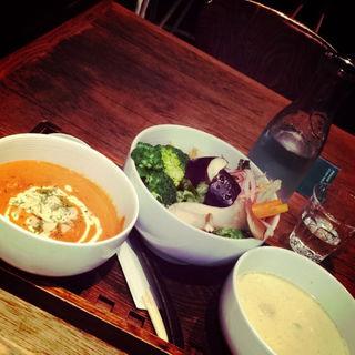 二種のカレーと野菜ランチ(珈琲ぶりこ (コーヒー ブリコ))