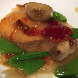 サーモンと板春雨の塩漬け唐辛子鍋(中国飯店 六本木店 (チュウゴクハンテン))