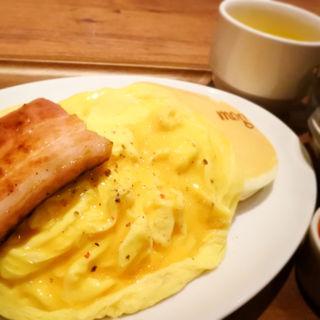 ふわとろオムレツとスパムのパンケーキ(パンケーキカフェ mog 難波店)