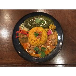ホウレンソウのエビカレー&塩豚とナスのピリ辛アジアンカレー(Trippin Spice)