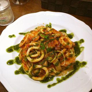 えびとイカのトマトソースパスタ(Basil Pasta 善 ZEN)