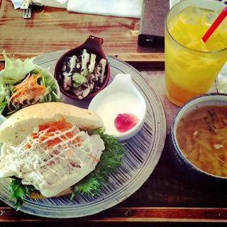 蒸し鶏サンドのプレート(雑貨&カフェ enn (雑貨&カフェ エン))