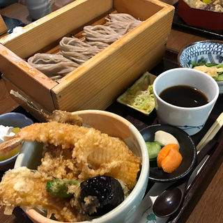 天丼とおそば(蕎膳 楽 (きょうぜん らく))