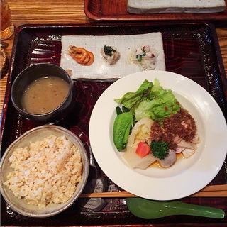 蒸し鶏と蒸し野菜のランチ(中国食堂261)