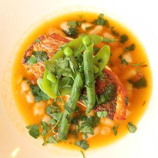 石鯛のソテー 白いんげん豆のスープ仕立て