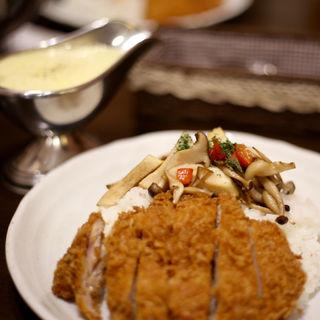 贅沢キノコ&チーズ&チキンカツのカレー(100時間カレーB&R 駒込店 (ヒャクジカンカレー ビーアンドアール))