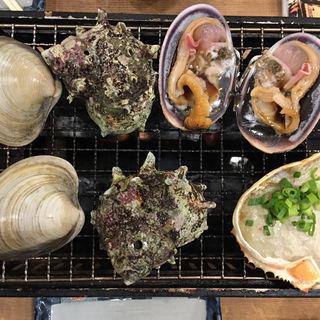 大盛り活貝盛り合わせ+蟹味噌甲羅焼き(磯丸水産)