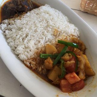 ビーフカレー・野菜カレーコンビ(CAFE DE MOMO (カフェドモモ))