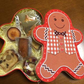 ジンジャーブレッドマン缶入りお菓子(パティスリー ビガロー (Pâtisserie Bigarreaux))