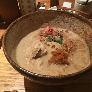 湯葉とたたき梅の豆乳うどん(うどん山長)