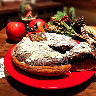 ブラウニーとラズベリーのクリスマスアップルパイ(GRANNY SMITH APPLE PIE & COFFEE 青山店 )