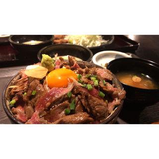 ステーキ丼(牛かつ新山)