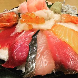 海鮮丼(大盛)(魚盛 有楽町電気ビル店 )
