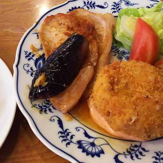 なすと豚肉のしょうが焼とカニクリームコロッケの盛り合わせ(ランチ)(レストラン ティファ )
