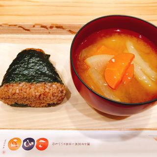 豚味噌生姜おむすびと味噌汁セット(寝かせ玄米おむすび いろは)