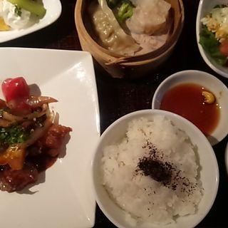 白身魚と彩り野菜の黒みそ炒め(草木万里野 (クサキマリノ))