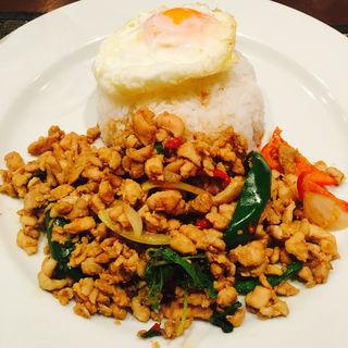 鶏肉のバジル炒めライス(ガパオ)(ジャスミン タイ コレド室町店 (JASMINE THAI))