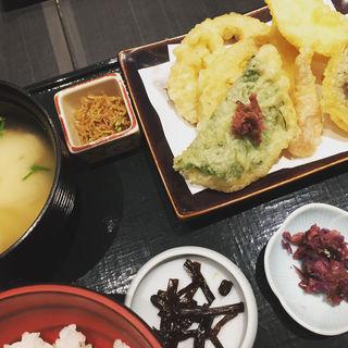 お漬物天ぷら膳(竈炊き立てごはん 土井 京都駅八条口店 (かまどたきたてごはん どい))