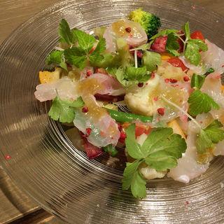 銚子港天然平目のカルパッチョとフルーツのサラダ レモンコンフィ(lumielune(ルミエルネ))