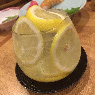 駅前名物 レモンばくだん(市場食堂 駅前 サンキタ店 (いちばしょくどう えきまえ))